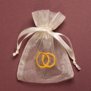 Organza zakjes met trouwringen - huwelijksbedankjes - maat 3 - ivoor
