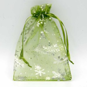 Groene organza zakjes met zilveren sneeuwsterren - 2103